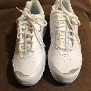 NWOT Nike ladies walking shoe  size 9